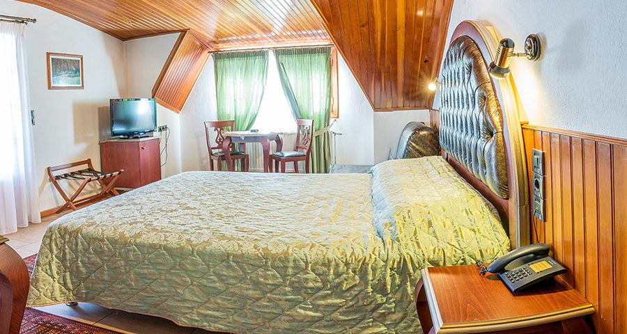 Δίκλινο δωμάτιο με σοφίτα